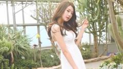 韩国清纯美女公园写真,含情脉脉大秀身材,能
