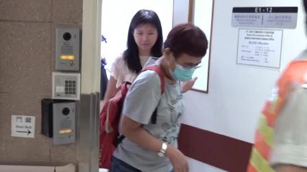 李兆基遗孀憔悴现身医院 回避镜头拒谈丧礼