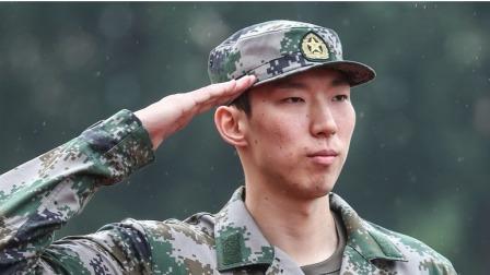中国男篮观升旗结束军训 领邀请函为国出场
