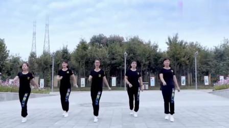 广场舞《月下情缘》,音乐动感舞蹈好看,看了
