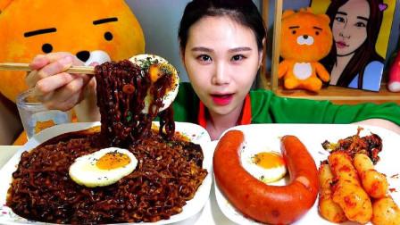 韩国吃播美女,吃炸酱面、煎蛋、烤肠、泡菜,