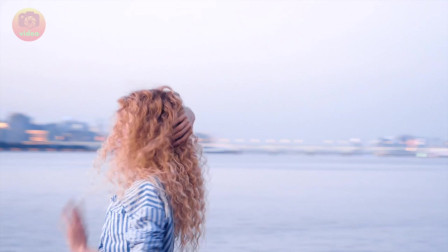 漂亮姐姐发型如海浪般的形状