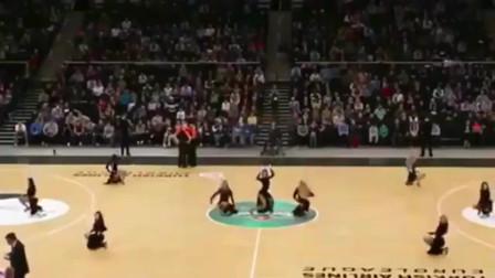 大长腿美女啦啦队,高踢腿看得观众目不转睛