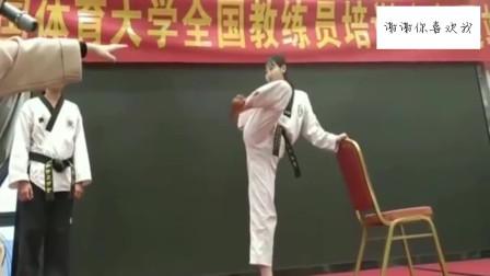 韩国长腿美女讲解跆拳道,这哪还有心情学
