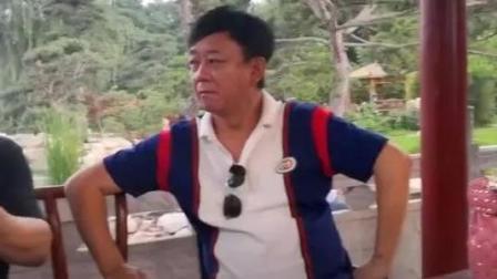 55岁朱军近照曝光 身形消瘦眼袋明显