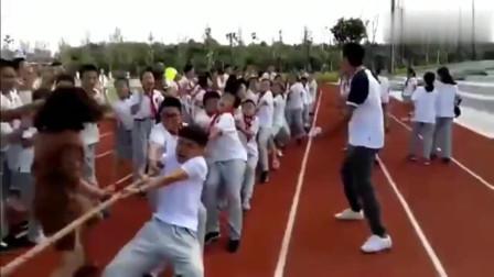 体育场上的神助攻,老师为了学生丝毫不顾形象