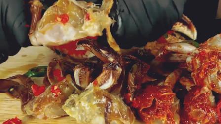 吃过韩国酱油螃蟹吗?美女大快朵颐吃美滋滋,