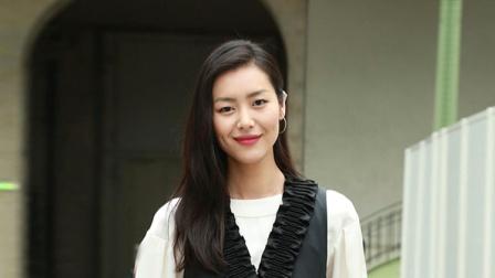 大表姐刘雯拍大片美腿抢镜实力演绎性感
