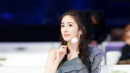 杨幂齐刘海低胸裙 在线教学夏日酷girl搭配
