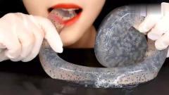 """吃播:韩国美女主播直播吃""""青蛙卵""""软糖,这"""