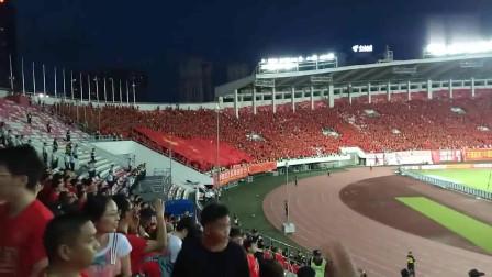 中国家国足球队的热身赛广州天河体育场现场一