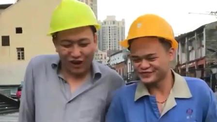 老表搞笑视频:农村老表,小伙回家只付钱不坐