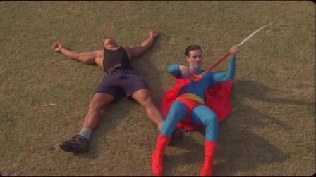 小飞侠上体育课,跟老师比赛扔标枪,把超人打
