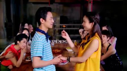 搞笑综艺:何炅录节目吻赵丽颖,并上演深情表