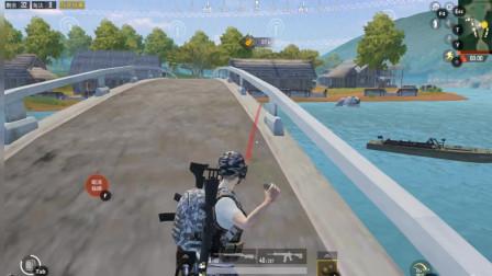 和平精英搞笑视频,新手在桥上炸船引来敌人围