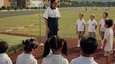 体育老师吹牛皮,自己跳高的记录无人能破,说