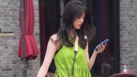 街拍:今年流行绿色吗?小姐姐绿裙穿得好清新自然
