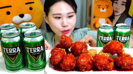 韩国美女大胃王卡妹吃炸鸡,配上啤酒,不知道