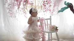 宝宝拍写真打扮得就像真的花仙子一样,真的是