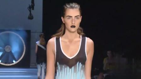 纽约时装周泳装秀,模特展现了高冷的气场!