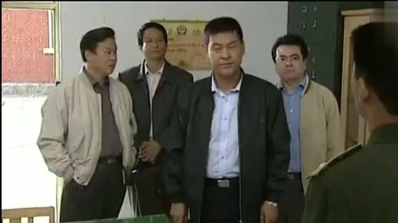 县长和公安局长带着纪委的人过来 结果犯人已经被县委书记放走了