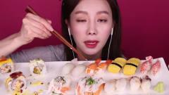 国外吃播:韩国大胃王美女,试吃生鱼大餐,新