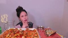 韩国美女大胃王吃播喝多了,隔着屏幕干杯超嗨
