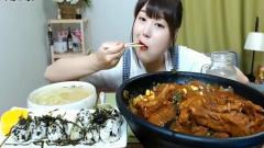 韩国女吃货,吃一大锅酱排骨,吃得真馋人