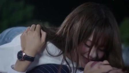 总裁被酒醉的灰姑娘抱住走不了,还被扑倒壁咚,很无奈