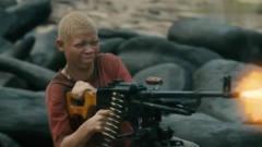 这才是劲爆战争片,被洗脑的童子军,疯狂扫射