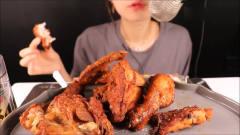 韩国美女声控吃播吃炸鸡,咀嚼音,超助眠!