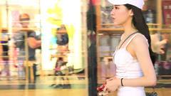 三里屯街拍:即使大热天,从白天到夜晚三里屯高颜值美女不断,穿搭时尚好养眼