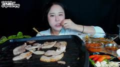 韩国美女吃播秀,烤肉吃的真香
