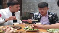 广西老表搞笑视频:老表去串门,吃饭时候太搞