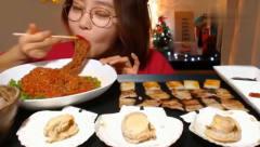 韩国大胃王美女为了直播效果每天吃10斤肉,为了