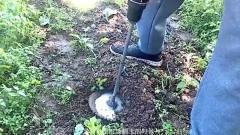 農村牛人發明便攜式翻土機,一天翻12畝地,10