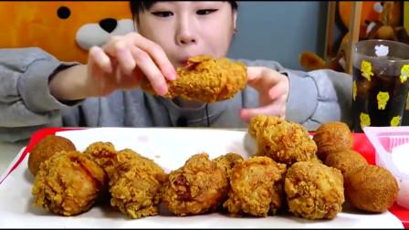 美食:韩国一美女主播直播挑战吃炸鸡腿,网友