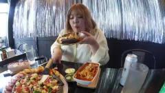 《韩国家庭美食》小胖妞下馆子,炖的软烂的芝