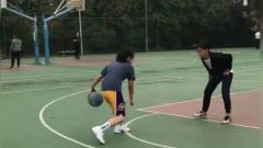 这是我女友,不上课也要打篮球,这后撤投篮,