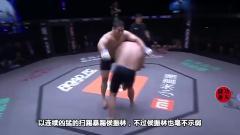 比赛前,韩寒会挑衅中国拳击手,在边线上吓唬