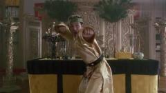 韦小宝与皇上比武,打斗画面异常搞笑!连背景