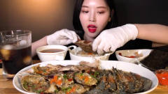 吃播:韩国美女吃货吃播吃酱油腌蟹,酱油腌大