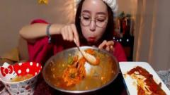 韩国美女大胃王吃播,超辣的拌饭大少大勺的吃