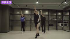 韩国美女们练习室热舞一段jonas *lue《Wild》,领舞