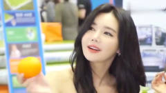 韩国的美女车模, 肥而不腻, 还带点小俏皮