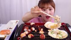 韩国美女吃播秀,扇贝烤着吃真是香