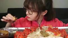 上海吃播:漂亮妹子吃美食,感觉今天吃得很丰