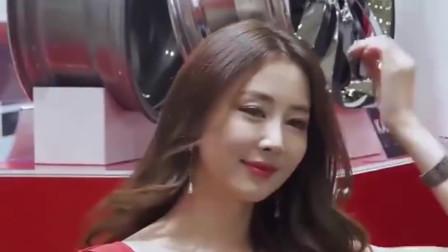韩国可爱美女车模,咖啡色大卷长发突显成熟女