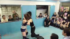 日本女子摔角:看着对手是一个很娘的小哥哥,