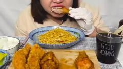 美食:胖妞喜欢吃凉拌面,再吃点炸鸡腿,网友